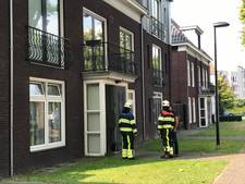 Brandweer Boxtel rukt uit om om persoon uit lift te helpen aan de overkant van de straat