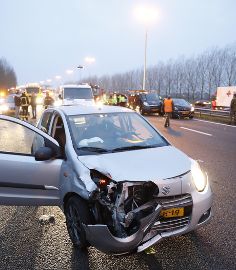 Groot ongeluk bij knooppunt Hattemerbroek veroorzaakt verkeersinfarct