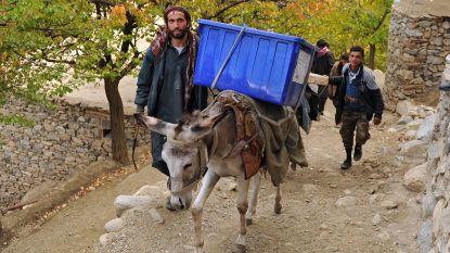 Afghanen voor het eerst in acht jaar naar de stembus: minstens 15 doden bij verschillende explosies aan kiesbureaus in Kaboel