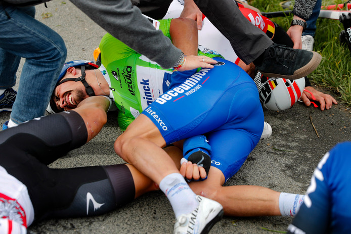 Estibaliz - Spain - wielrennen - cycling - cyclisme - radsport - crash val sturz fall  Julian Alaphilippe (France / Team Deceuninck - Quick Step) pictured during Tour Basque Country stage 3 from Sarriguren to Estibaliz (191,4 Km)  10-04-2019 - photo Luis Gomez/Cor Vos © 2019