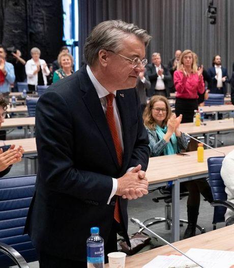 Wim van de Donk, commissaris van de Koning, onderscheiden met Provinciepenning en ereburgerschap