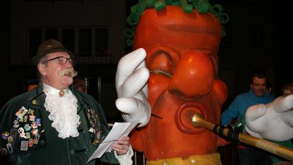 Carnavalsgroep Stinkend Raujk doopt wortel 'Freggy'