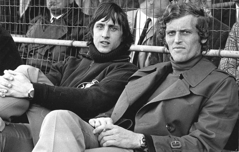 Cruijff en Keizer op de reservebank, in 1972. Beeld anp