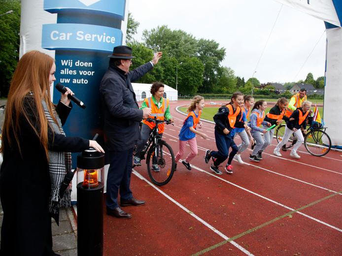 Isabel Provoost gaf in 2017 in Terneuzen samen met burgemeester Jan Lonink het startsein voor de loop van het team van De Geule
