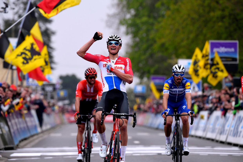 Mathieu van der Poel wint de Brabantse Pijl.