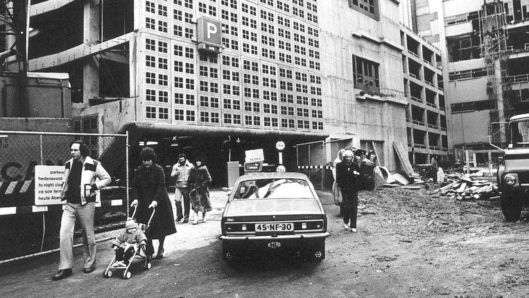 Februari 1980, de parkeergarage is net in gebruik gegaan en biedt nog maar plek aan 150 auto's Beeld ANP