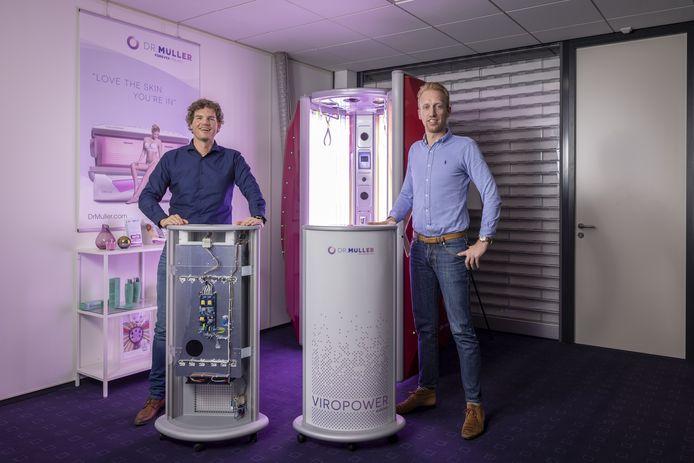 Mark Rouwhorst (r.) en Tim Leusink met de ViroPower.