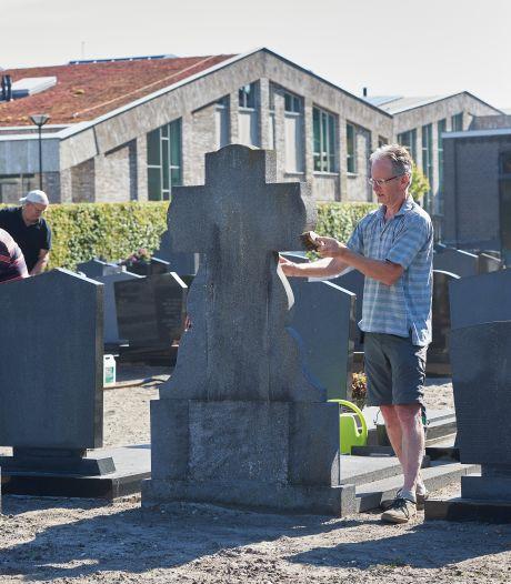 Met QR-code komen de doden op kerkhof Zeeland tot leven