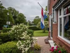 In Westerwijtwerd hangen de vlaggen halfstok na zware aardbeving