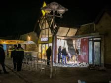 Plofkraak bij Jumbo in Westervoort: deel van winkel in puin, drie daders op de vlucht