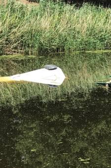 Busje Waterschap te water bij Cromvoirt door vergeten handrem