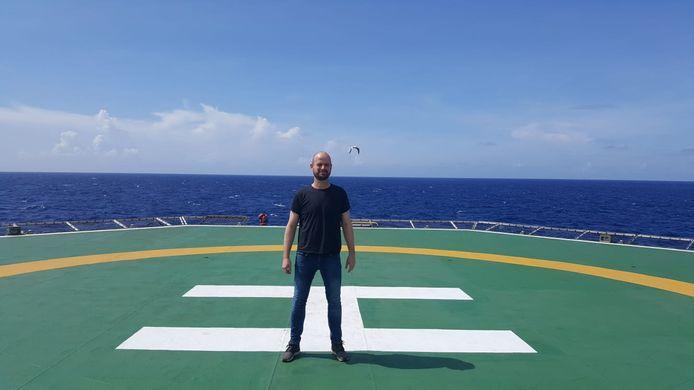 Thomas op het kraanschip waar hij Chief Engineer is.
