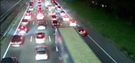Ongeluk met vrachtwagen op A28 bij Harderwijk: weg na afsluiting weer vrij