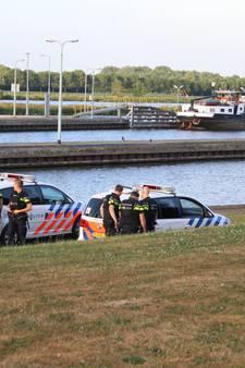 Arrestatie in haven Sambeek