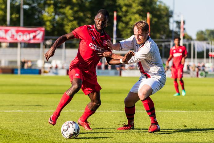 Dylan George vorig seizoen in actie namens FC Twente tegen de amateurs van GFC.