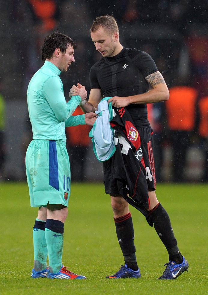 Michal Kadlec heeft het shirt van Messi te pakken.