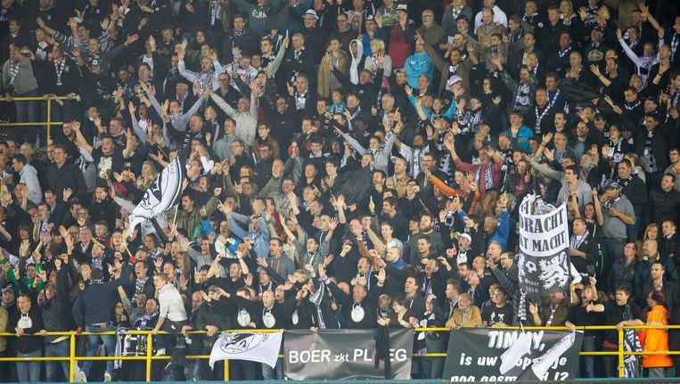De supporters van Eendracht Aalst tijdens de bekerwedstrijd op Club Brugge