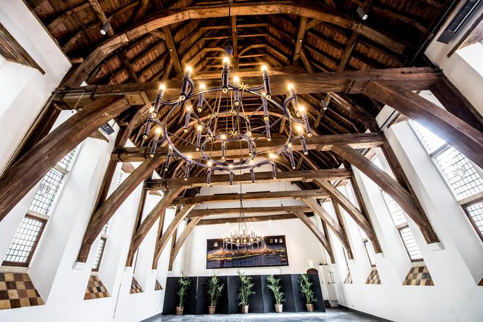 De Burgerzaal in het stadhuis van Zutphen. De plek waar maandelijks discussies worden gevoerd in de gemeenteraad.