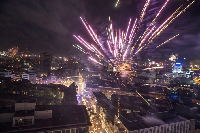 Afsteken vuurwerk boven Eindhoven