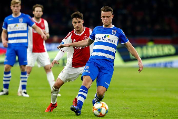 Vito van Crooij werd tegen Ajax de eerste speler sinds Tomas Necid in 2014 die namens PEC Zwolle scoorde en rood pakte in een eredivisieduel.