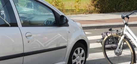 Twee fietsers gewond na botsing met auto in Hengelo