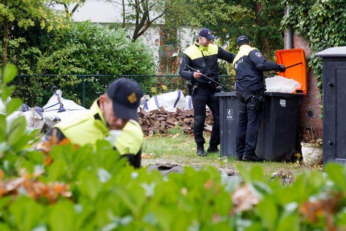 De politie trof in Park Braband meerdere voorwerpen aan, die mogelijk van de vermoedelijke dader van een plofkraak afgelopen vrijdagochtend zijn.