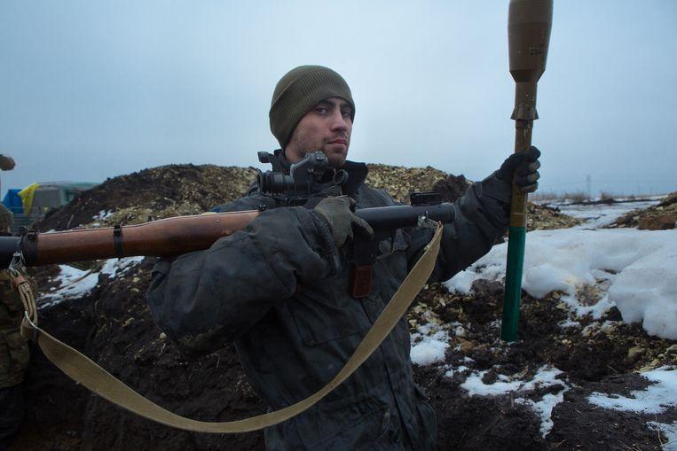 Andrey (27), een strijder van het Donbas-bataljon dat zich bij de militairen in het kampement bij Debaltseve heeft aangesloten. Beeld Maria Turchenkova