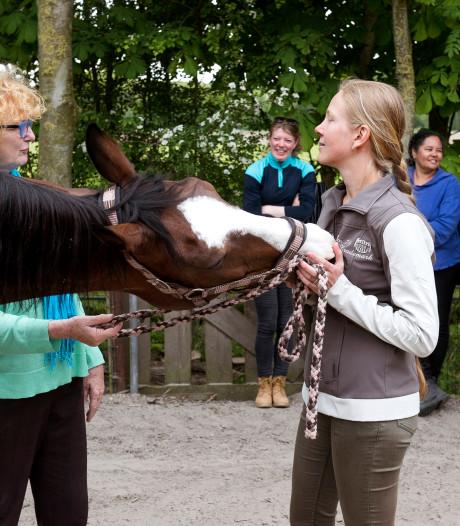 Sandra is paardencoach: 'Een leuk alternatief voor de sofa van de psycholoog'