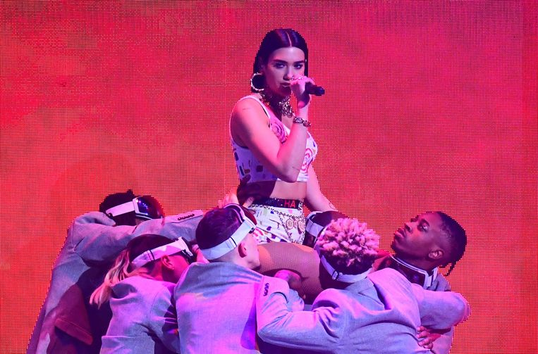 Dua Lipa tijdens de Brit Awards 2019.