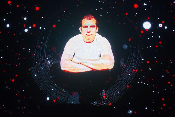 Da Boy Tommy 'I love the 90's kijkt toe vanuit de hemel - The party' in de Hasseltse Ethias Arena
