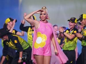 Katy Perry se montre en culotte pour partager la réalité du post-partum