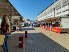 Verplaatsen bloemenkramen geeft markt in Apeldoorn veel extra ruimte