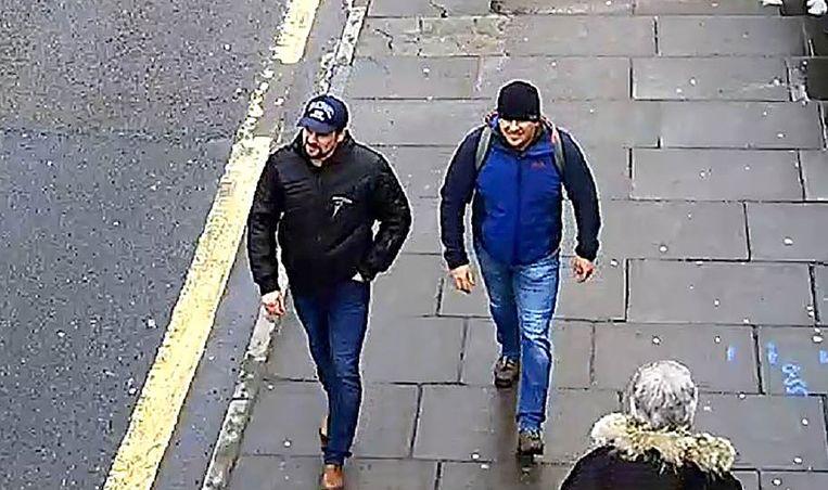 De Britse politie gaf woensdag beelden vrij van de verdachten, die in Salisbury zijn gemaakt. Beeld AFP
