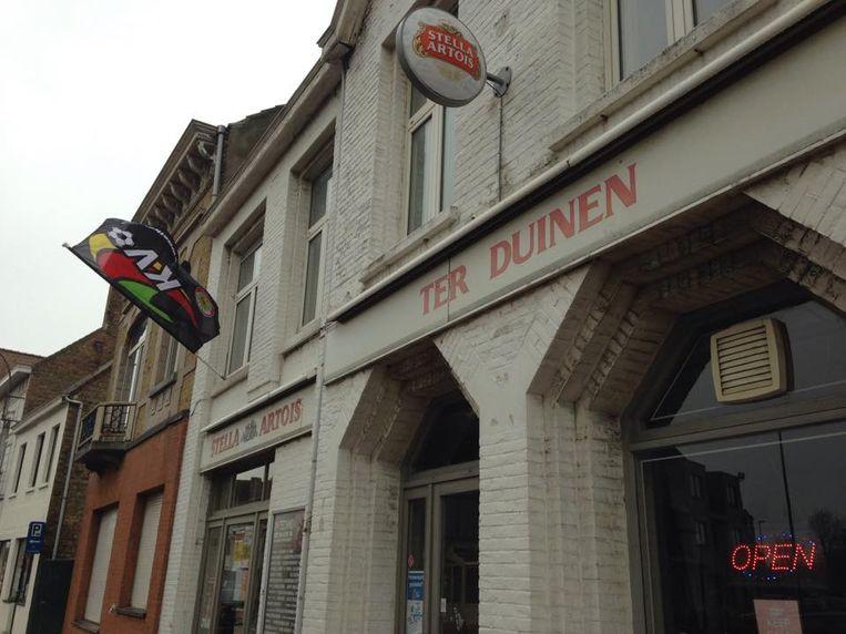 Zaal Ter Duinen ligt pal tegenover de kerk in Middelkerke.