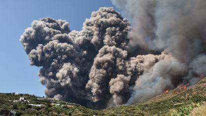 """Nederlandse Mandy en Nina getuigen over vulkaanuitbarsting Stromboli: """"Schuilen op de boot voor lavastenen"""""""