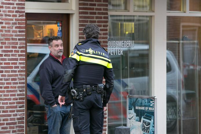 Frits Spetter werd vier jaar geleden bestolen in zijn winkel door een gewapende overvaller. Nu is hij opnieuw bestolen, op een beurs.