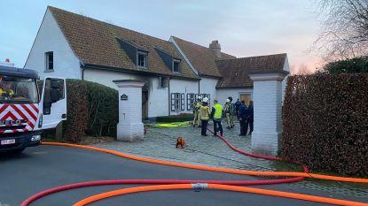 Woning tijdelijk onbewoonbaar door hevige brand in garage