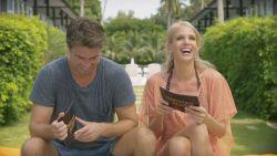 Temptation-hosts Annelien en Rick spelen een spelletje 'Heilig of Geilig'