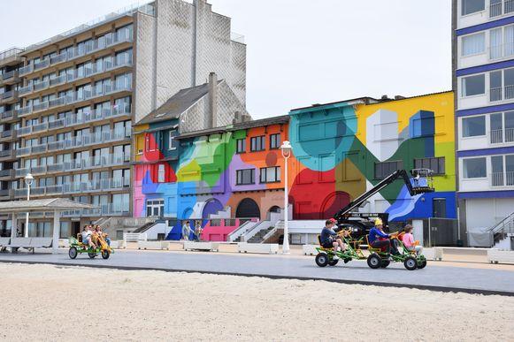 Vijf kustvilla's in een opmerkelijke kleur