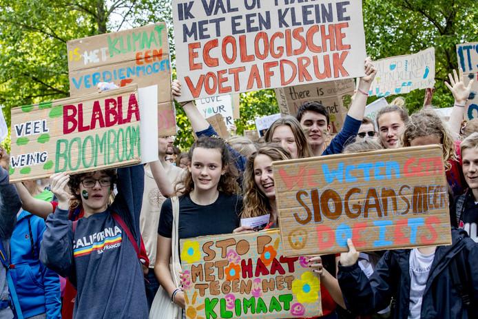 Scholieren tijdens een klimaatdemonstratie in mei