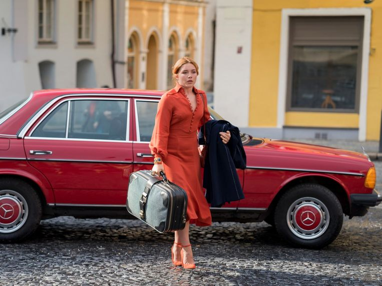 Florence Pugh als Charlie in The Little Drummer Girl. Beeld null