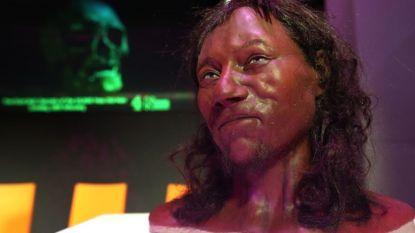 Eerste moderne Brit had donkere huidskleur en blauwe ogen