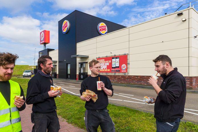 Bij de Burger King in Waalwijk is de drive-in gewoon geopend.
