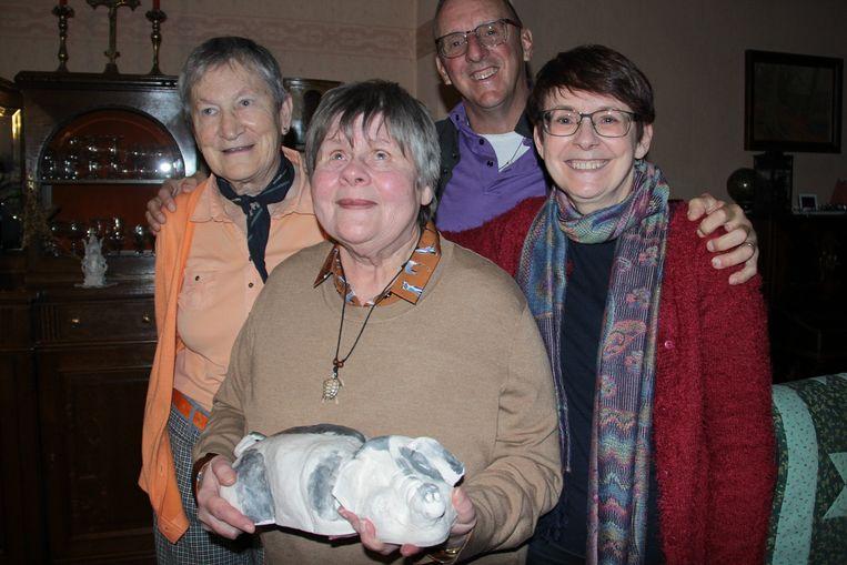 Lief Lauwers, Chris Wouters, Dirk De Rooster en diens zus Christine De Rooster zetten zich in voor een Oegandees schooltje.
