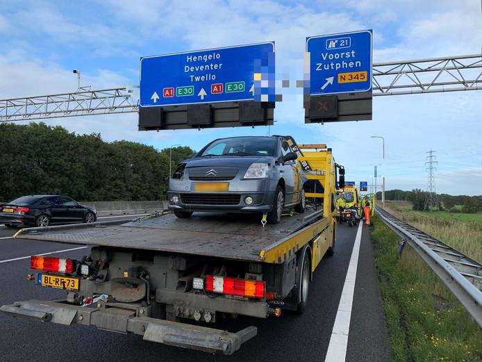 Een ongeluk op de A1 zorgt voor file.