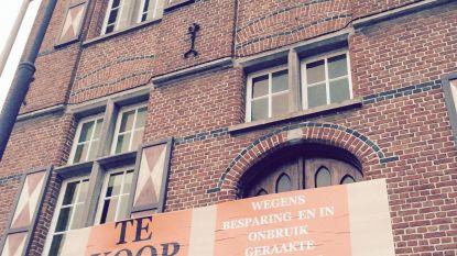 Boze inwoner zet gemeentehuis 'te koop'