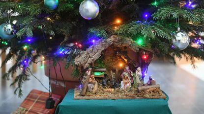 Jaar na rel weer kerststal in Holsbeek
