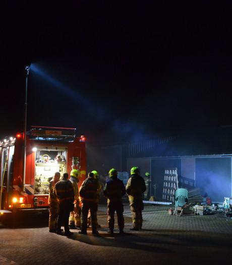 Pasgeboren kalf komt om bij stalbrand in Kootwijkerbroek