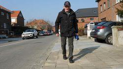 """Stad laat krakkemikkige voetpaden enkel aan opritten herstellen: """"Zoiets verzint zelfs 'De Ideale Wereld' niet """""""