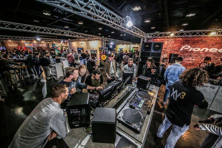 Zo'n 2.000 bezoekers kwamen naar de Dance en Musicfair in Kortrijk Xpo.